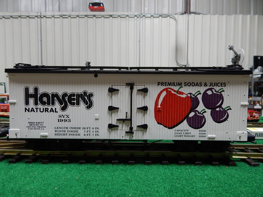 USA Trains R160-1993 (1) Hansen's Premium Sodas Reefer
