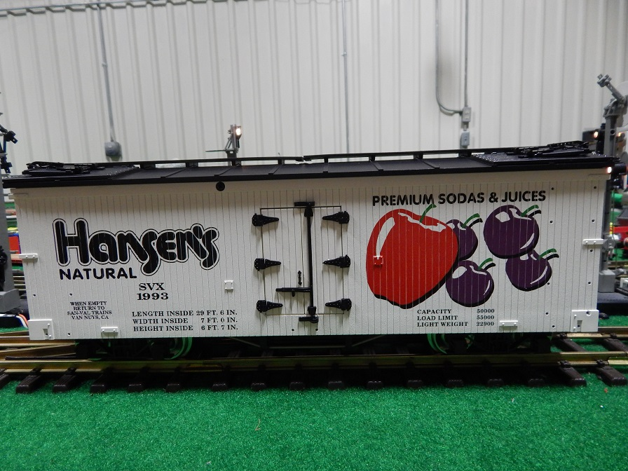 USA Trains R160-1993 (2) Hansen's Premium Sodas Reefer