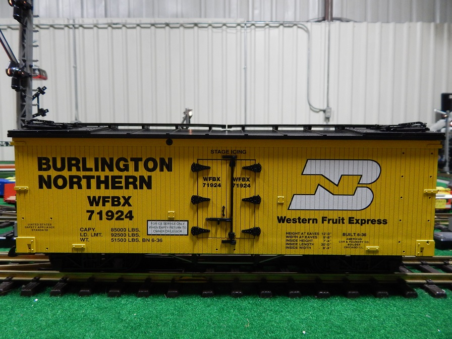 USA Trains R16044 Burlington Northern Reefer