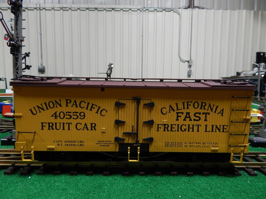 USA Trains R1637 Union Pacific Fruit Car Reefer